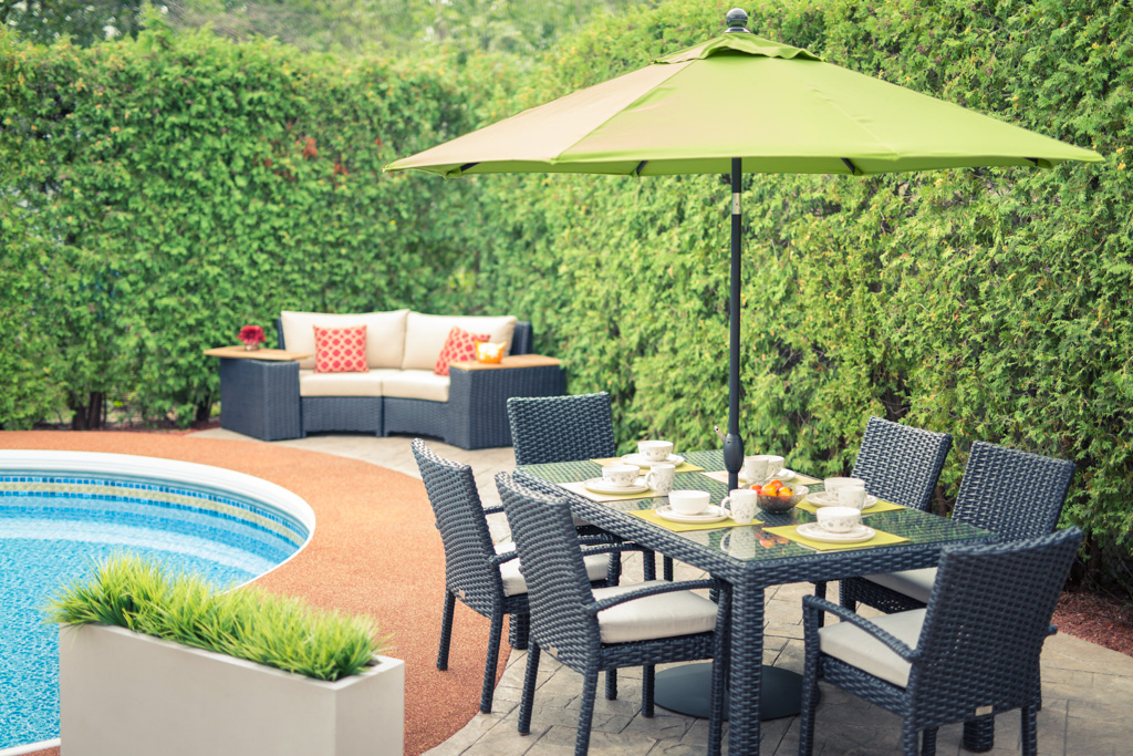 trllium-dining-set-with-garden-parasol